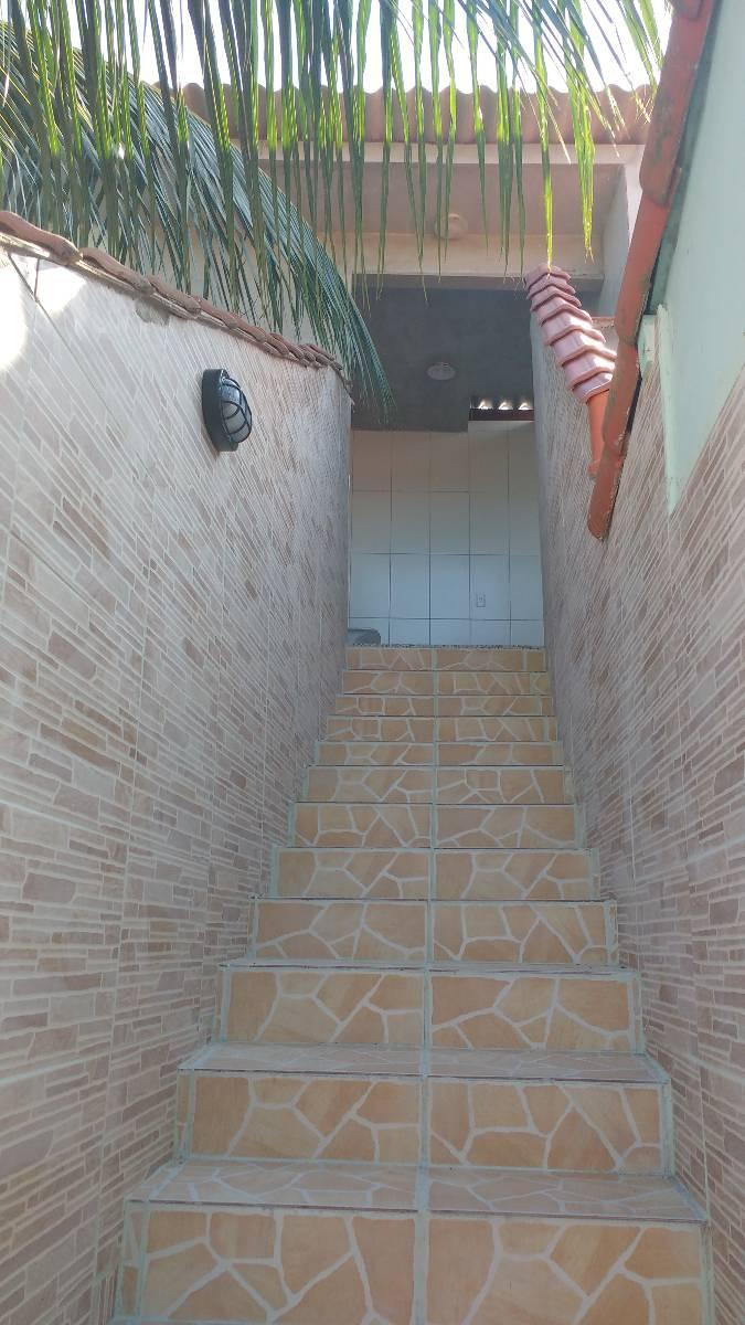 Araçatiba, 1 quarto, independente, sem cobrança de IPTU e água.