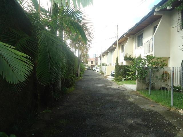 Sobrado em condomínio Fechado - Alto Rua XV - Jd. Ambiental