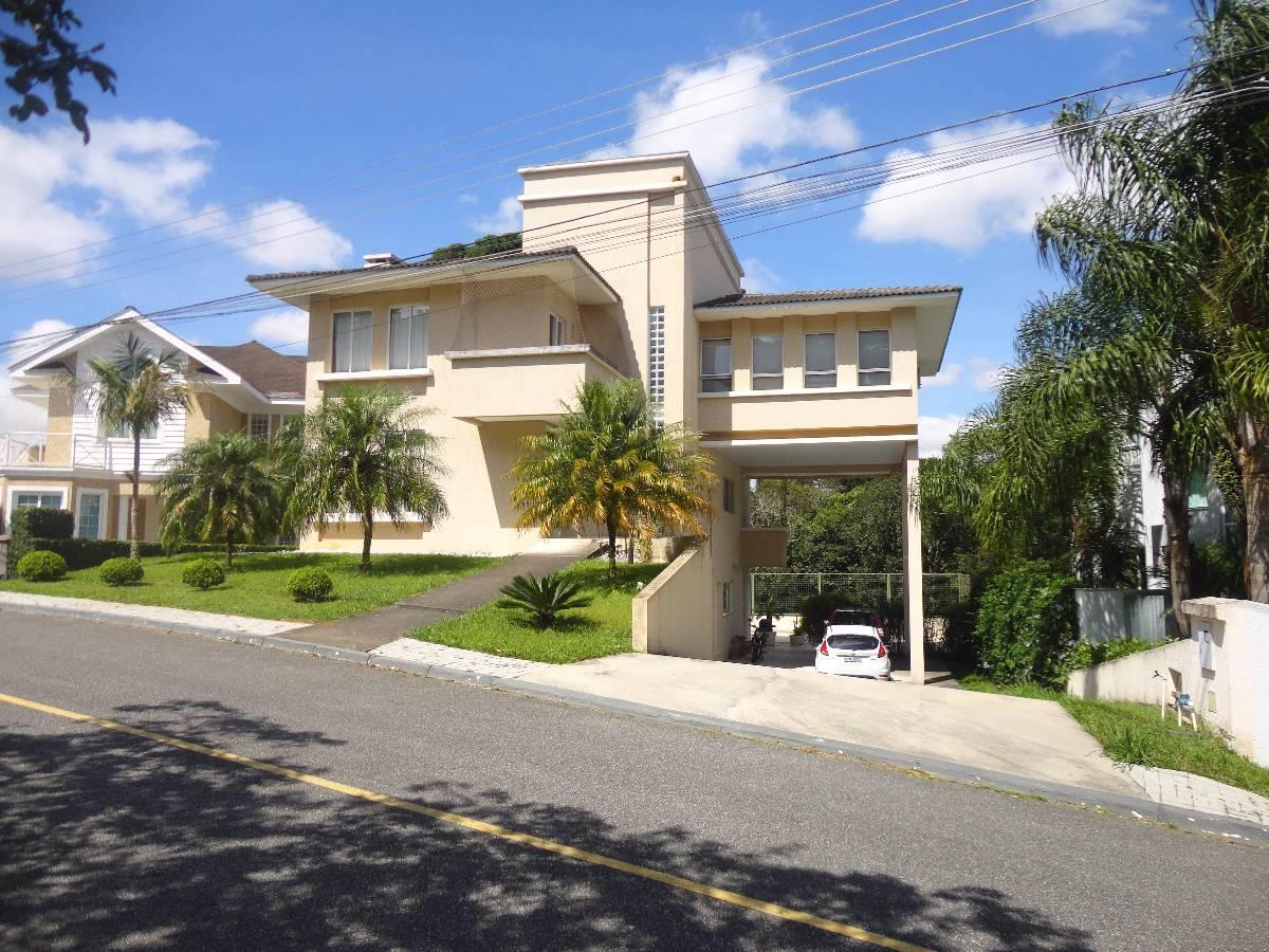Excelente Residência com Condomínio de Alto Padrão em frente ao Parque Tingui