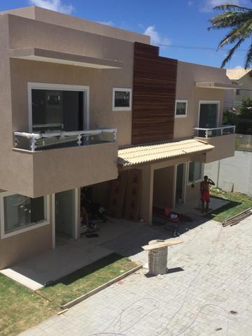 Casa 3/4 em Buraquinho Condomínio Fechado