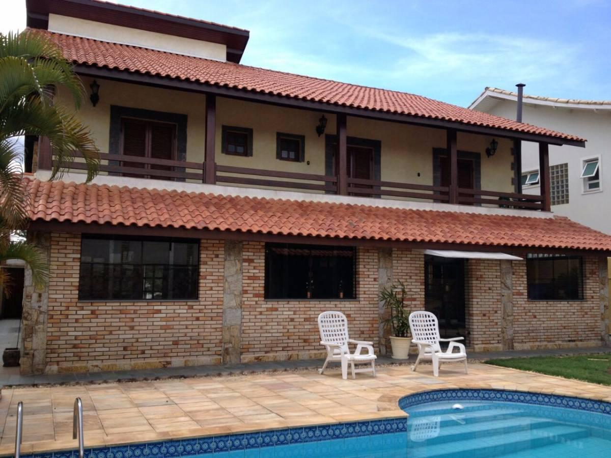 Casa no Residencial 12 Alphaville com 5 dormitórios (4 suítes) e 3 vagas