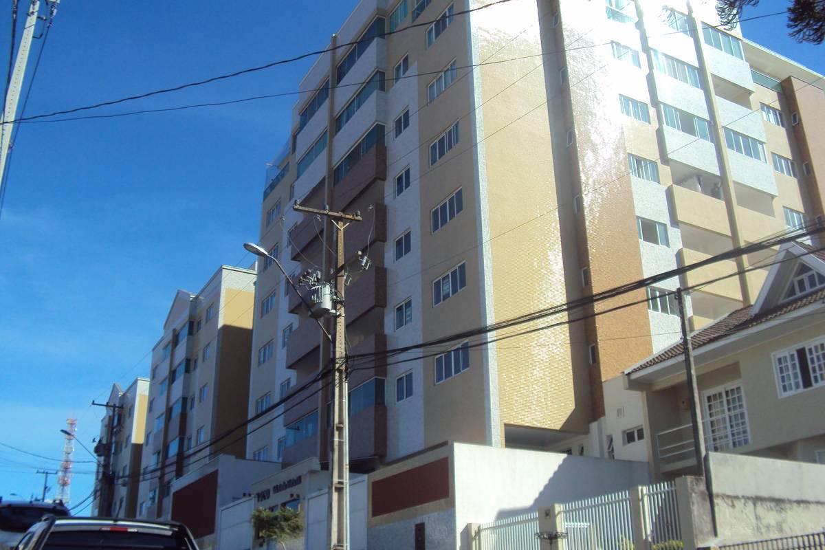 Apartamento com 03 dormitórios com suíte no centro