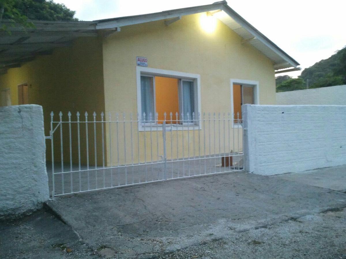 Casa ao lado da Baia dos Golfinhos - Governador Celso Ramos - SC