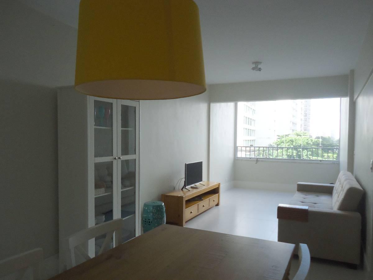 Apartamento mobiliado, 3 dorm, 1 suíte, 85m², 80m Praia das Pitangueiras Guarujá