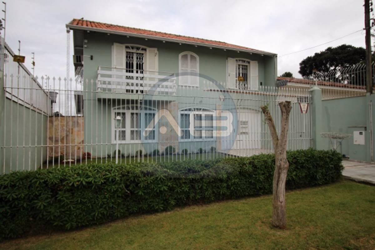 Linda Casa no Xaxim com 320m² 4 Quartos Com Lareira