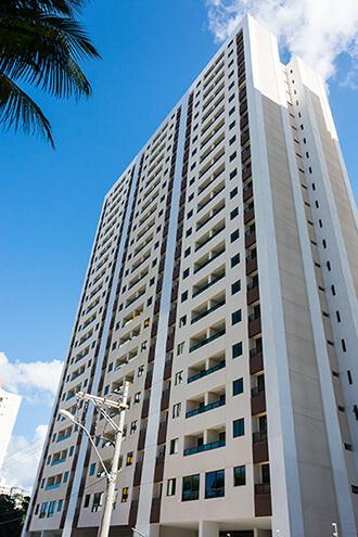 Apartamento novo no Iguatemi, 2/4 com suite e varanda 51m², lazer completo.