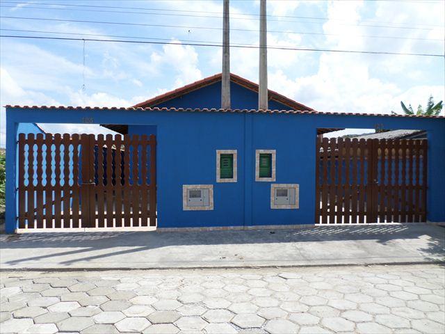 Casa com ótimo acabamento a venda em Itanhaém.