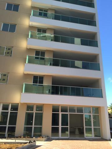 Apartamento 2 /4 em Patamares com ampla varanda, 89m e 2 vagas de garagem.