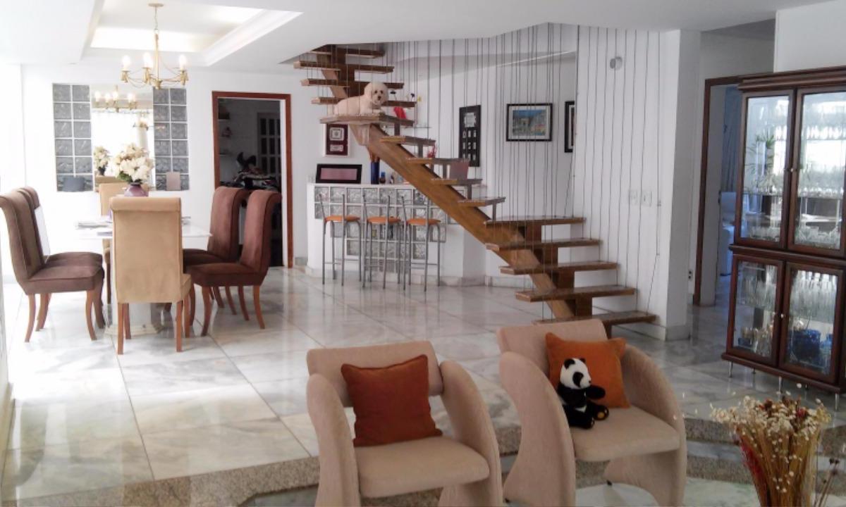Casa à venda - em Santa Lúcia
