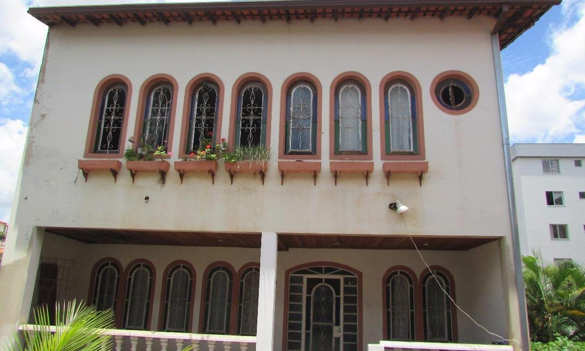 Casa à venda - na Sagrada Família