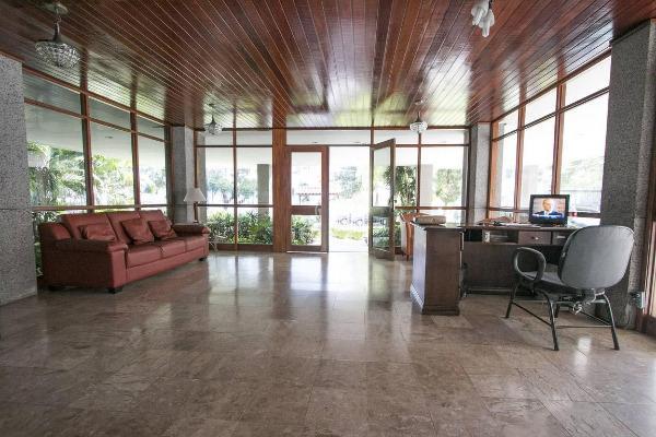 Apartamento com 2 dormitórios e 1 vaga de garagem no bairro Jardim Botânico Porto Alegre RS