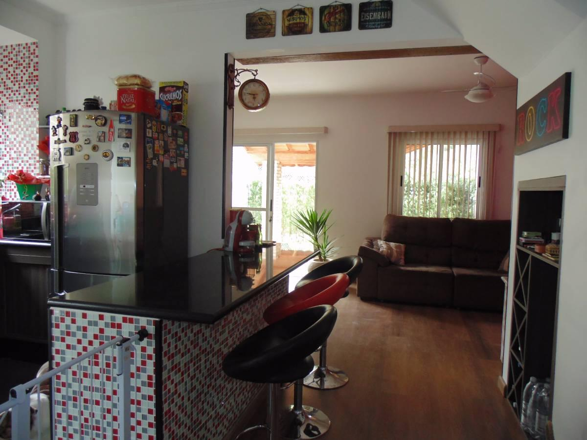 Casa 3 dormitórios no condomínio Helbor Ipoema R$ 414 mil.