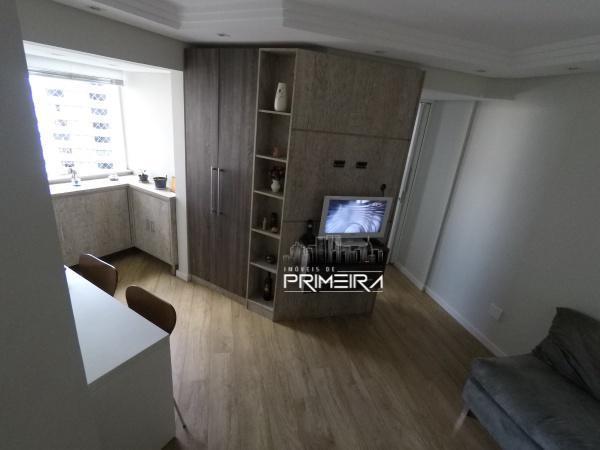 Apartamento com 1 dormitório mobiliado 35mts área privativa Champagnat