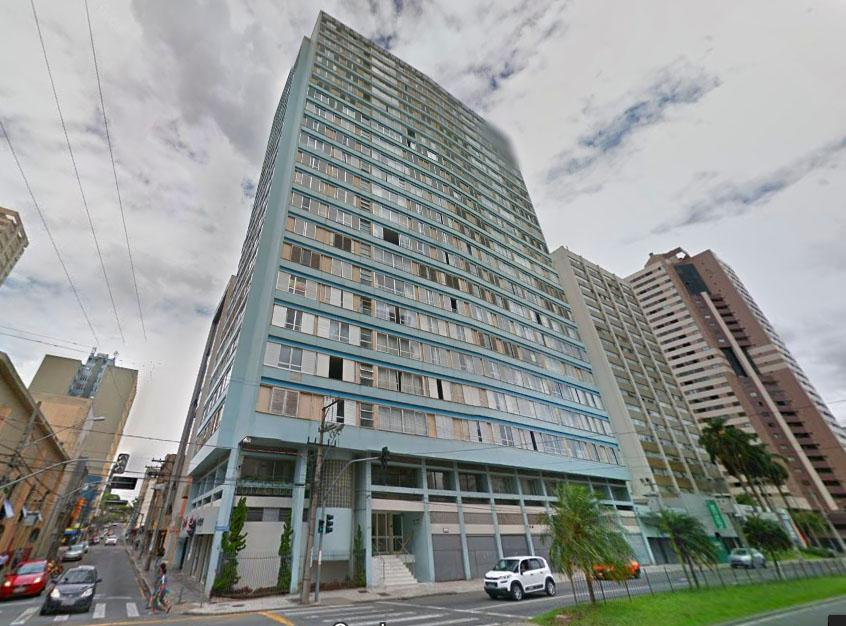 Apto 3 quartos, andar alto com vaga de garagem no Centro de Curitiba.[5627.001]