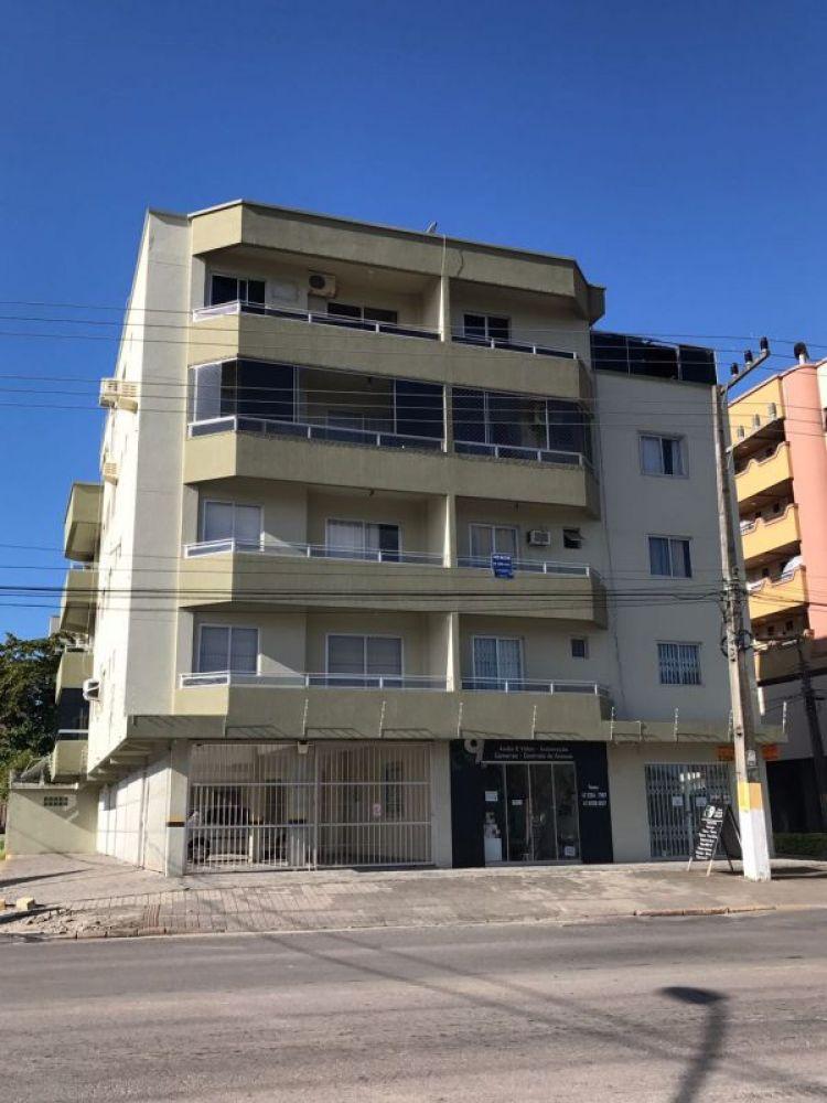 Oportunidade, apartamento barato à venda em Meia Praia, 3 dormitórios sendo 1 suíte e 1 vaga de gara