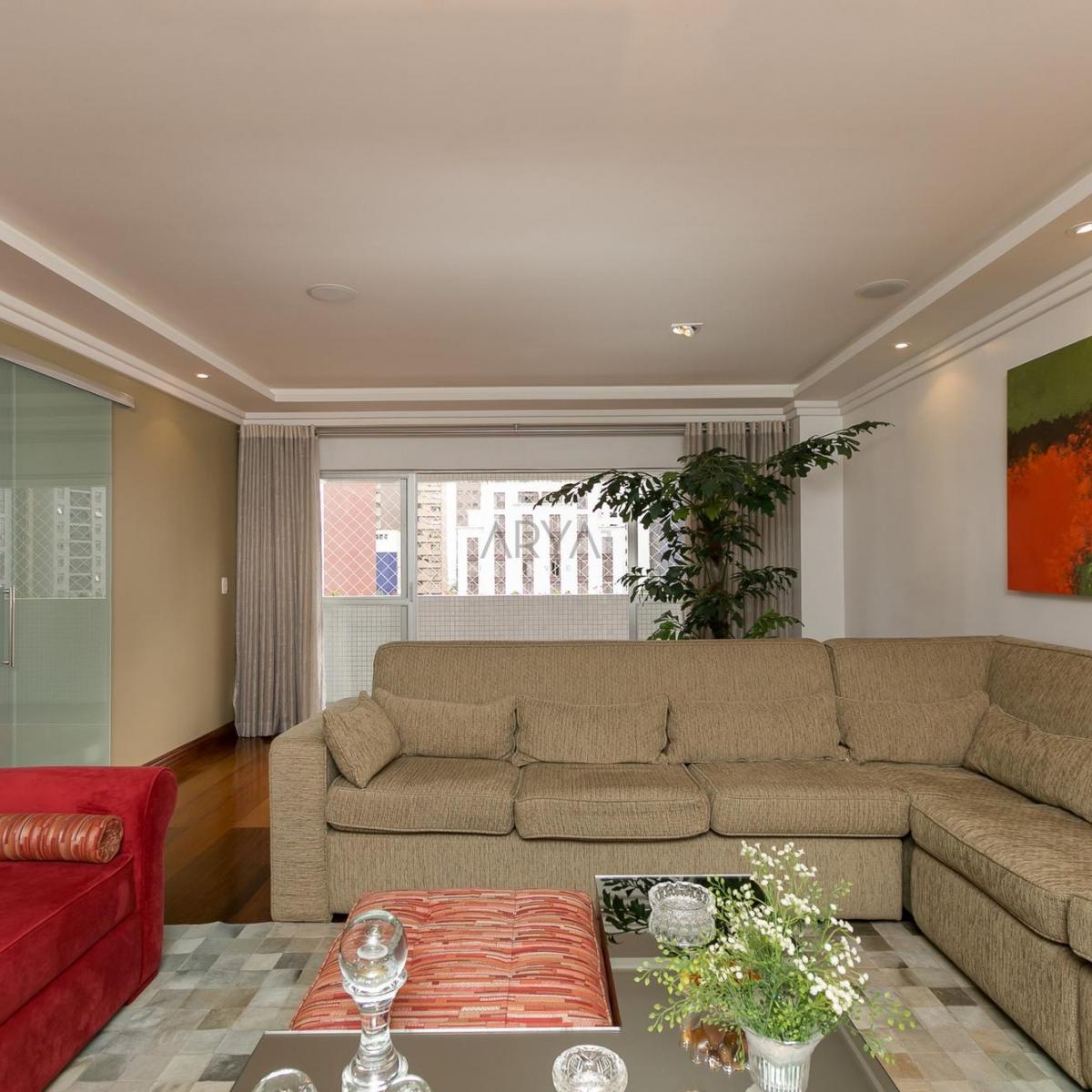 http://www.infocenterhost2.com.br/crm/fotosimovel/230246/03_living_apartamento_4_quartos_2_vagas_garagem_la_concorde_batel_praça_do_japao.jpg