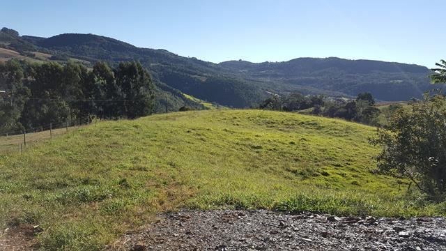 Lindo sítio de 2.4 hectares em Alfredo Wagner com: