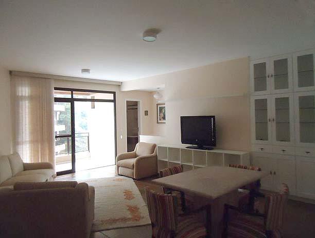Apartamento mobiliado, 4 dorm, 2 suítes, 250m Praia das Pitangueiras, Guarujá