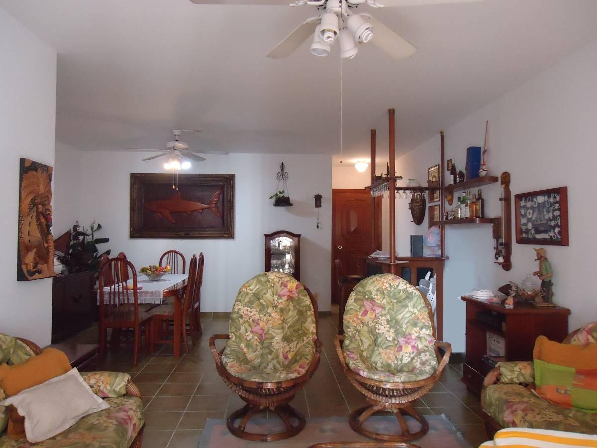 Apartamento mobiliado, 3 dorm, 1 suíte, 100m Praia das Pitangueiras, Guarujá