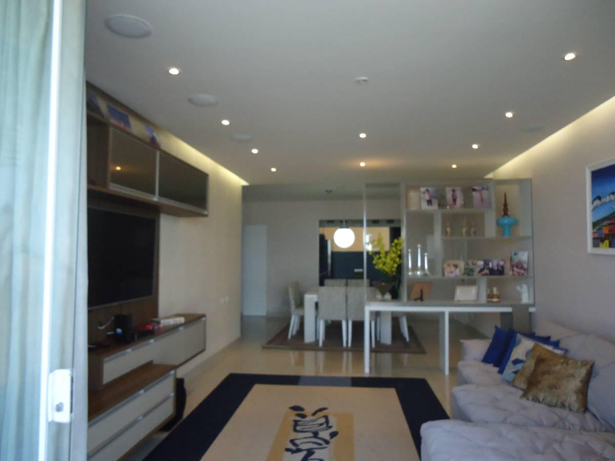 Apartamento reformado mobiliado,4 suítes, frente Praia das Pitangueiras, Guarujá