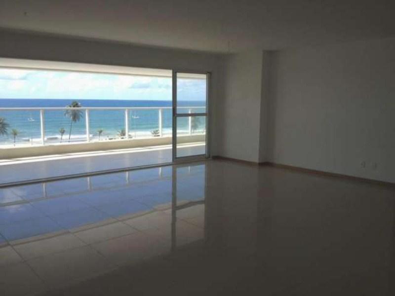 Cobertura em Jaguaribe, 3/4 sendo 3 suítes com 306 m²,4 vagas,Frente Mar.