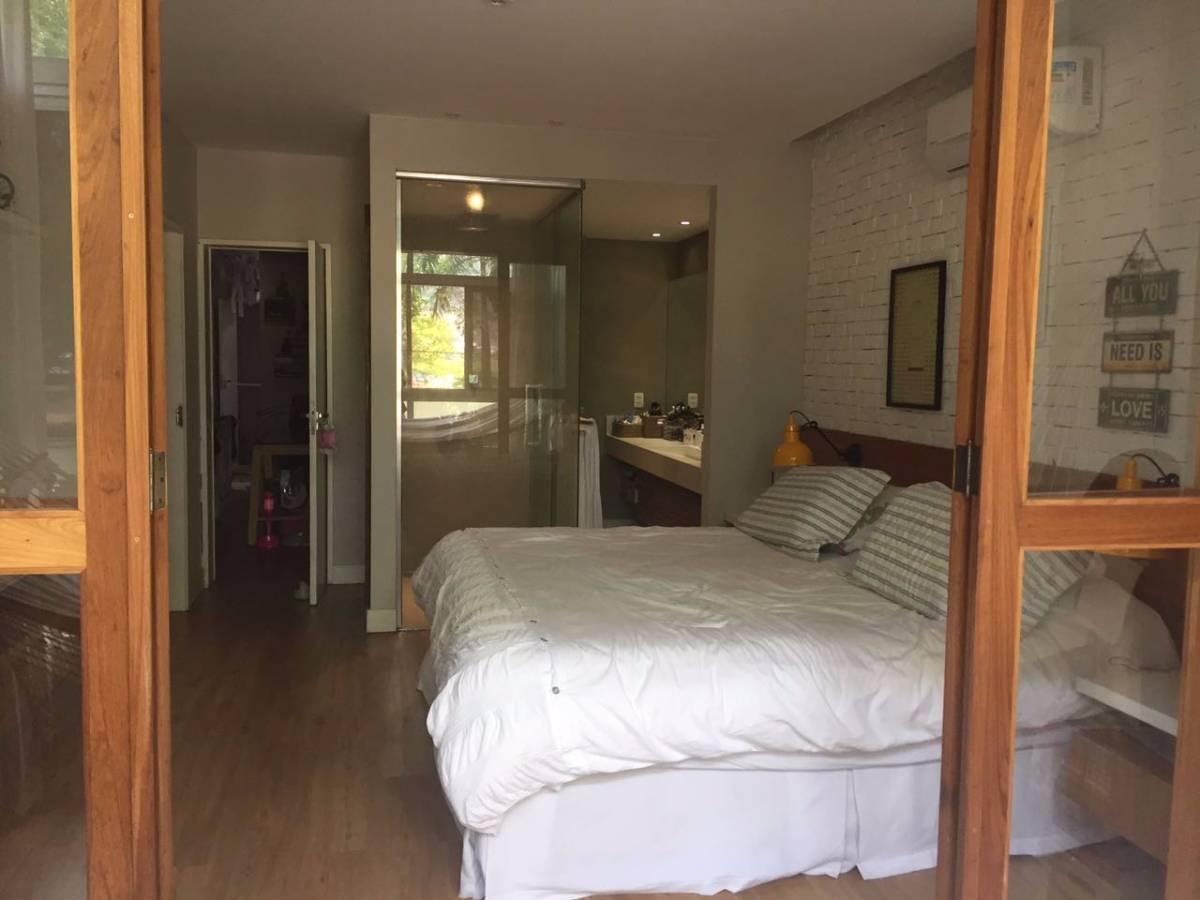 Apartamento na Av Rui Barbosa no Flamengo, com porteira fechada