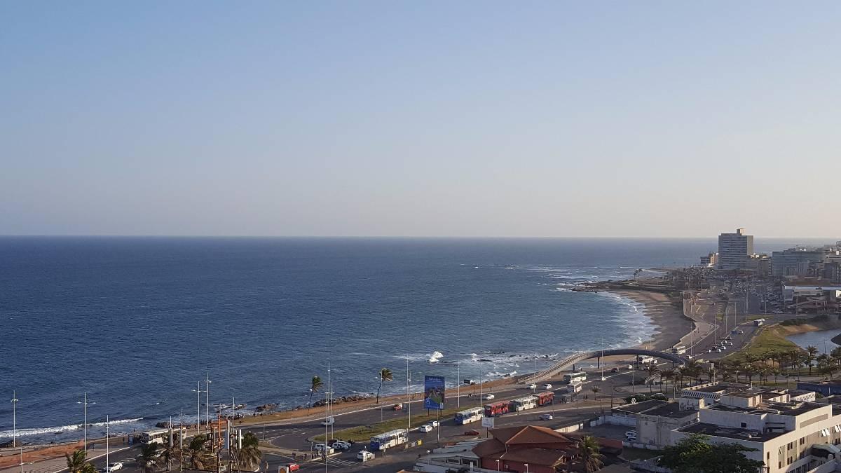 Miramar com 2 suítes e vista mar espetacular