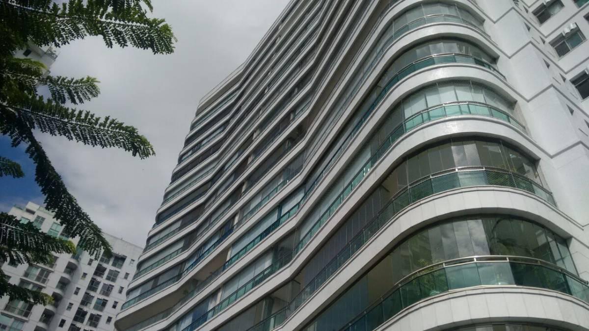 Excelente apartamento com 4 suítes + dependência  com 376 m² na Península