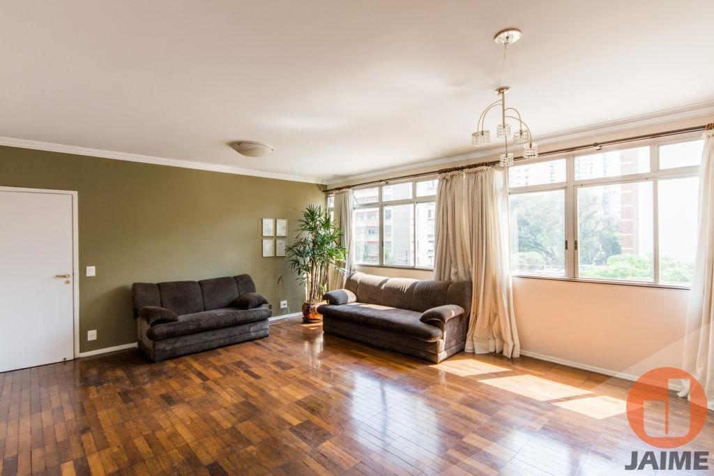 Apartamento reformado com 128m², Higienópolis com 3 dormitórios, 1 suíte e 1vaga.