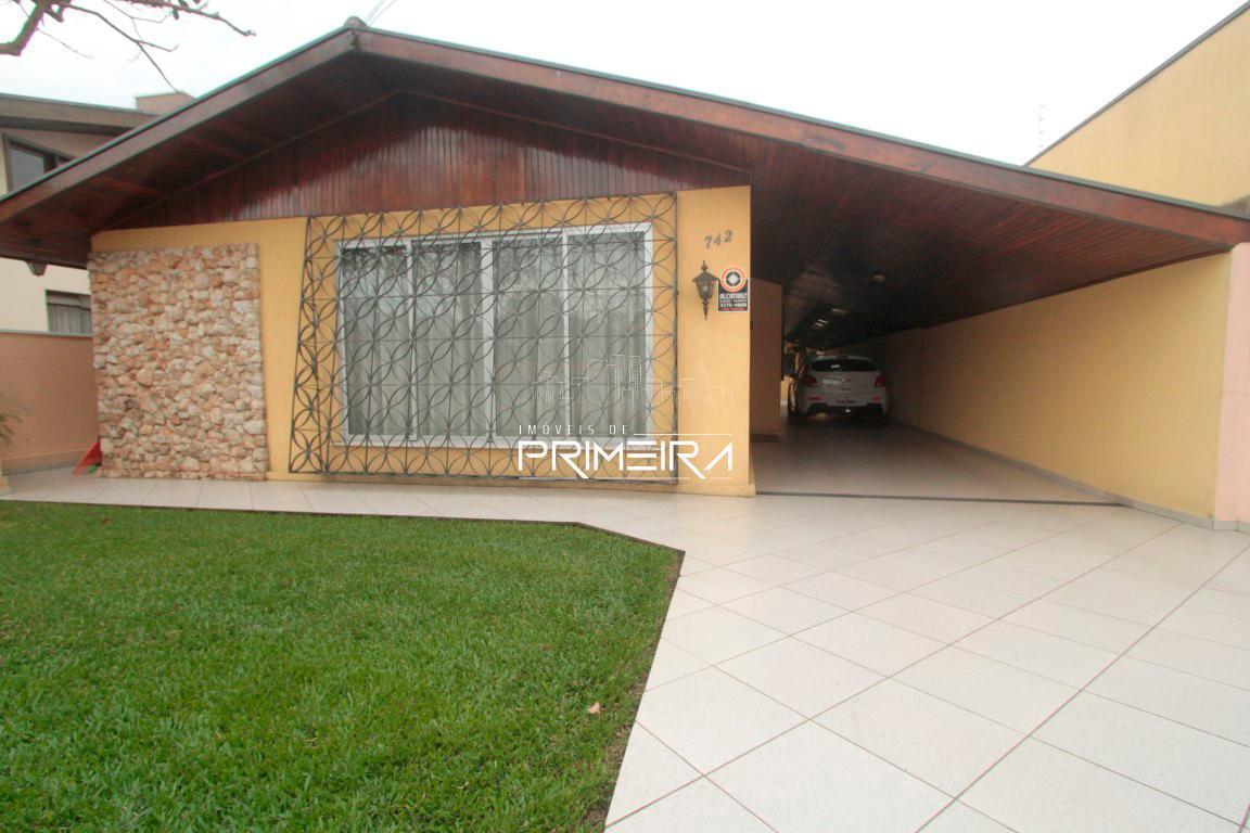 Casa 3 dormitórios, 4 vagas de garagem, bairro Portão