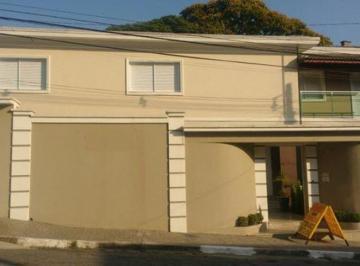 Casa · 650m² · 5 Quartos · 8 Vagas