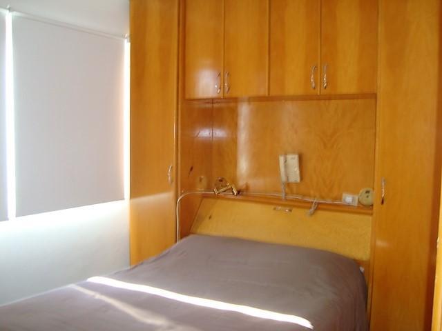 Dormitório com armários