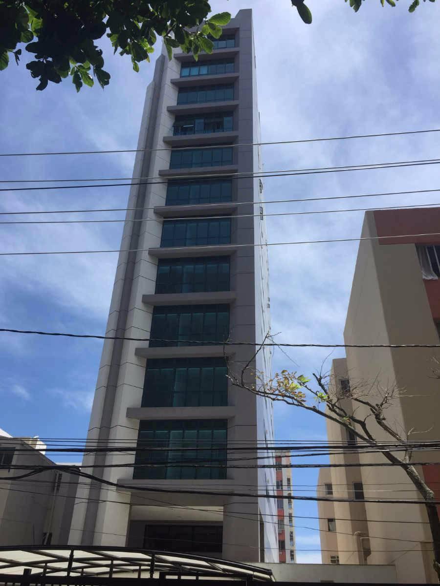 OPORTUNIDADE! Apartamento Pituba 2/4 sendo suítes, 3 banheiros, 2 vagas, 82m².