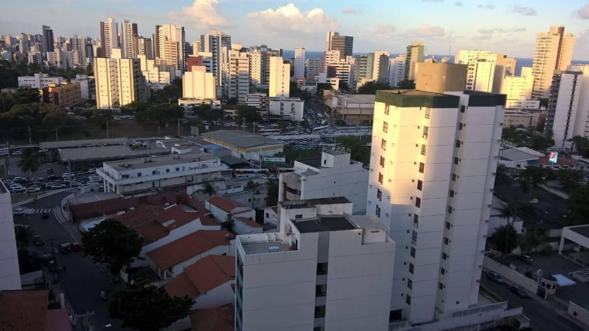 Apartamento 3 quartos, Pituba, nascente, vista mar, 100m2, visite!