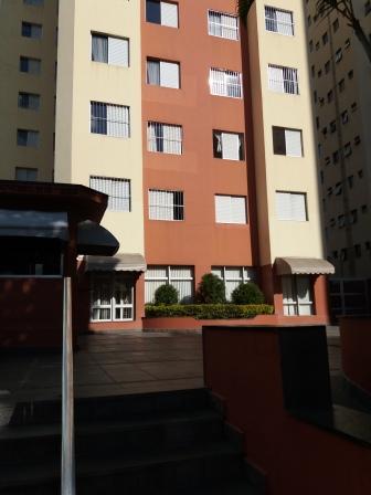 Apartamento de 2 dormitórios com armários / 1 vaga independente