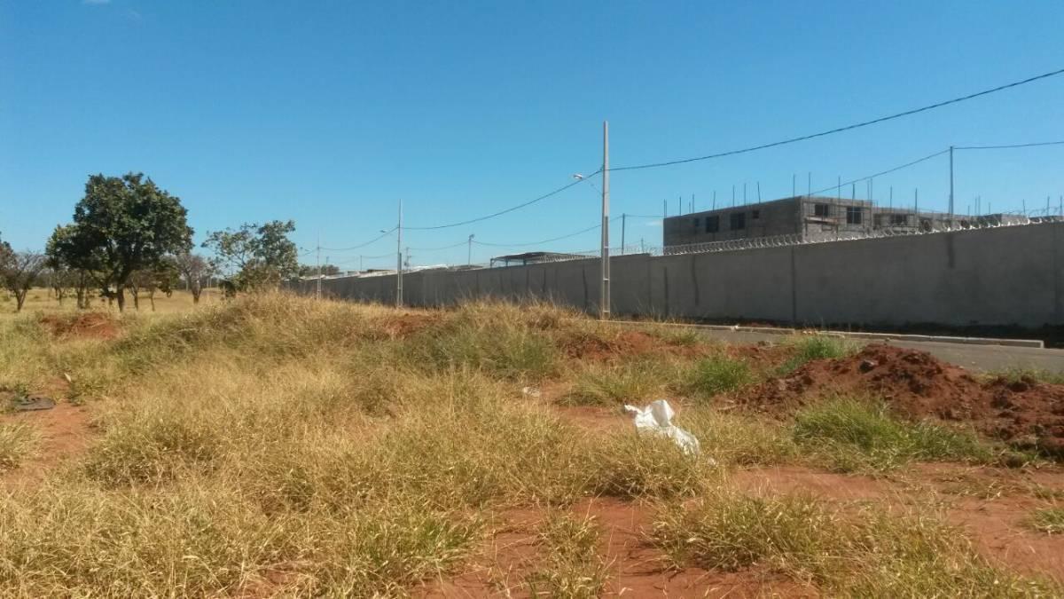 Lote com 254 m² no Bairro Laranjeiras.