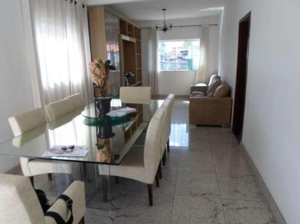 Casa para venda tem 351 metros quadrados e 6 quartos no bairro Santa Tereza