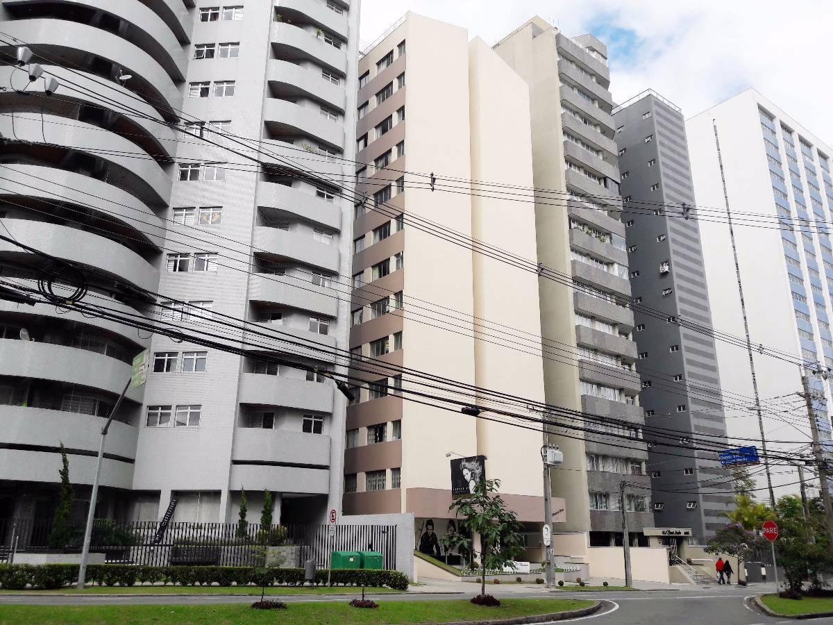 Apartamento no Batel, Rua Visconde de Guarapuava, 1 Quartos e 1 Vga. Garagem.