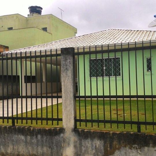 Excelente casa em Camboriú com 3 quartos, sendo 1 suíte com closet.