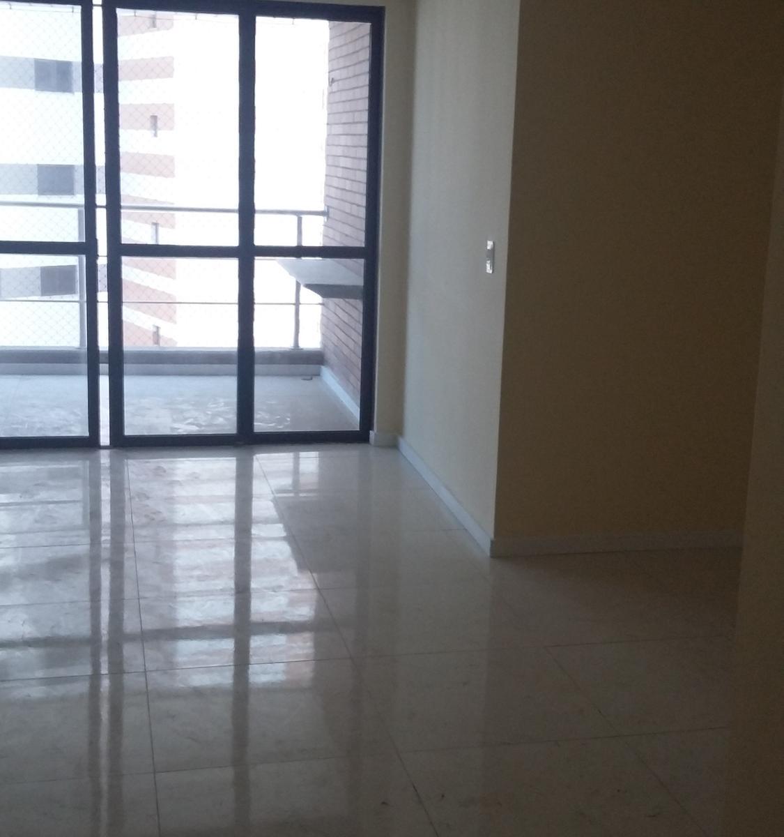 APARTAMENTO À DUAS QUADRAS DA BEIRA MAR, 80M², ANDAR ALTO