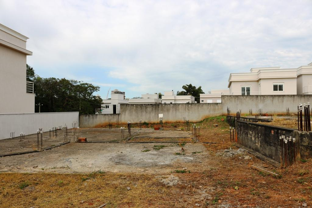 Terreno em condomínio fechado 300m² - Prox. Parque Ecológico