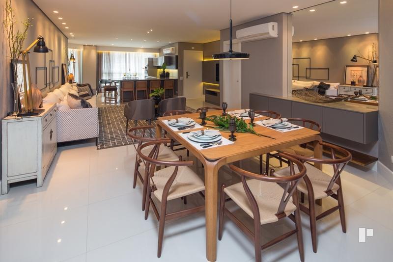 Apartamento 04 Suítes, mobiliado e decorado, um luxo com vista para o mar !