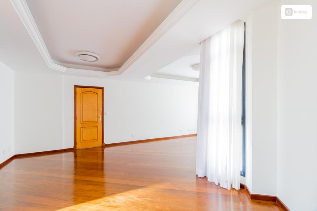 Apartamento para aluguel possui 120 m² e 4 quartos em Funcionários - BH - MG.