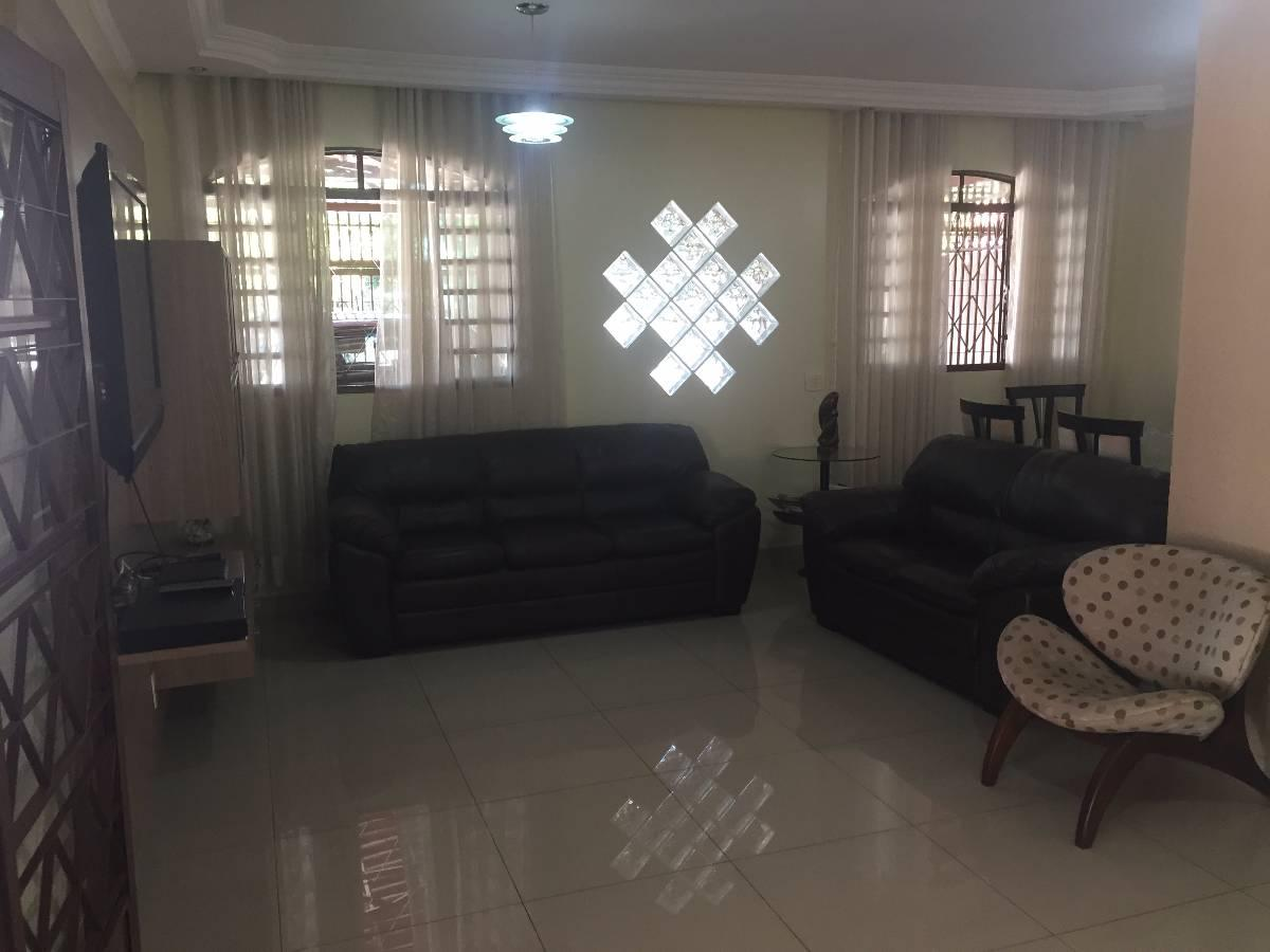 Casa com 4 Quartos à Venda 260 m² por R$ 745.000,00