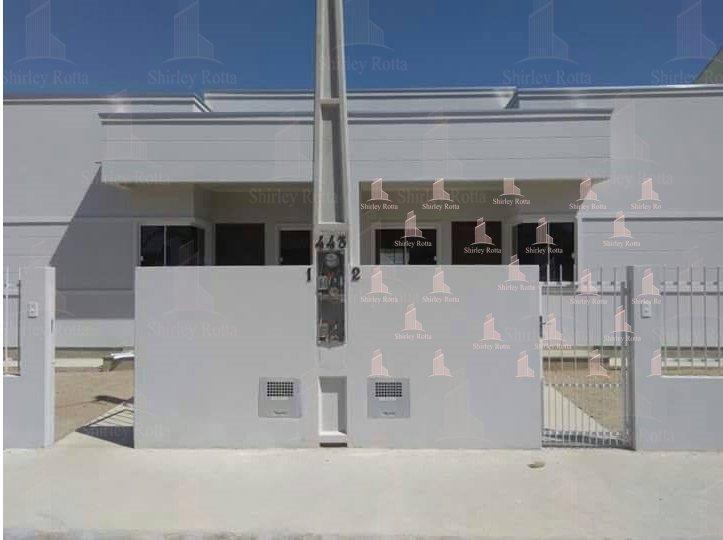 Linda casa com 2 dormitórios no centro de Tijucas