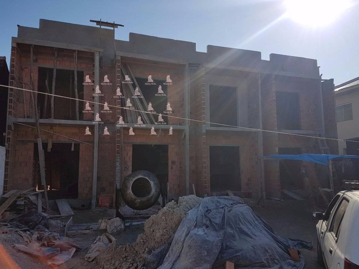 Lindo Sobrado em construção com 2 dormitórios no loteamento feller