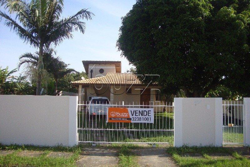 Casa 03 quartos próximo ao comércio no Campeche em Florianópolis