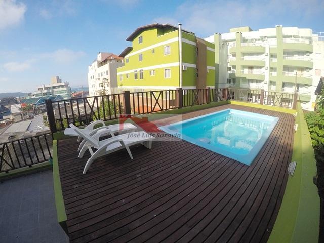 Apartamento completo para 5 pessoas, 80m da praia de Bombas com piscina.