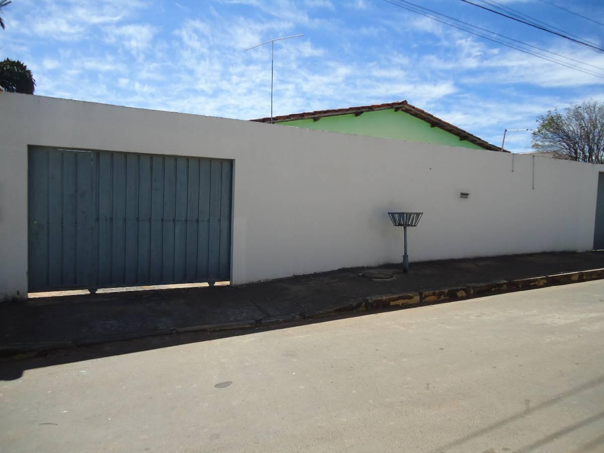 Lote com duas casas no Arapoanga