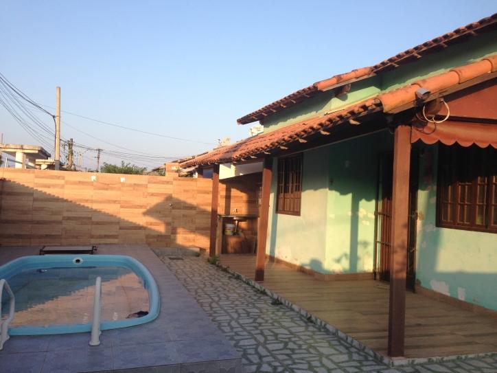 Casa de esquina com piscina próxima ao terminal de Itaipuaçu